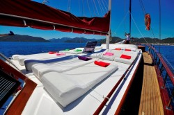 PRIVATE YACHT CRUISES